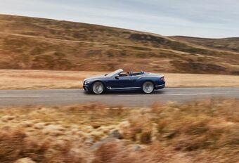 Bentley Continental GT Speed Convertible haalt 335 km/u #1