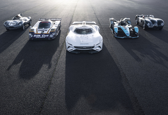 Jaguar geeft strijd tegen BMW op met elektrische transitie #1
