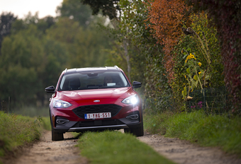 Ford Focus Active Clipper 1.0 EcoBoost mHEV 155 : Veldwachters kostuum #1