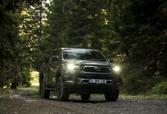 Toyota Hilux 2.8 D-4D Invincible (2021) #1