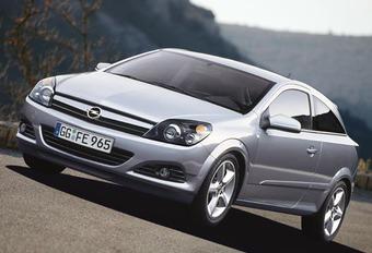 Opel Astra GTC 1.3 JTD & 2.0 T #1