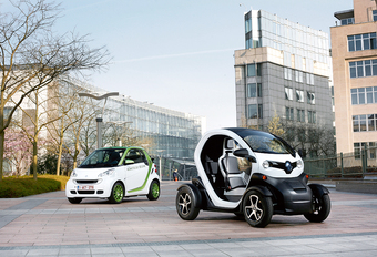 Renault Twizy vs Smart Fortwo Electric Drive : Stadsspeeltjes #1