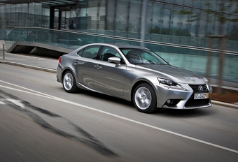 Lexus IS 300h #1