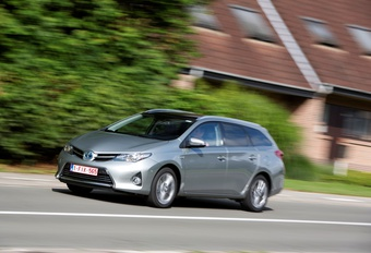 Toyota Auris Touring Sports HSD #1
