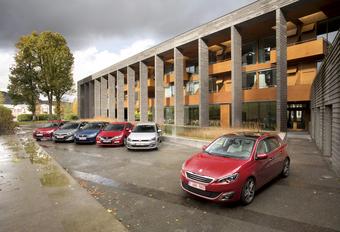 Citroën C4 1.6 e-HDi, Honda Civic 1.6 i-DTEC, Hyundai i30 1.6 CRDi 110, Peugeot 308 1.6 e-HDi 115, Seat Leon 1.6 TDI 105 en Volkswagen Golf 1.6 TDI 105 : Frontale aanval #1