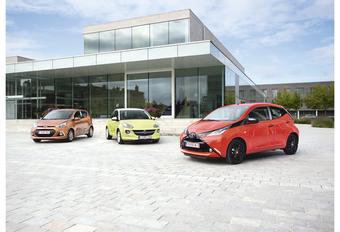 Hyundai i10 1.0, Opel Adam 1.2 en Toyota Aygo 1.0 : Grijze muis of mode-object  #1