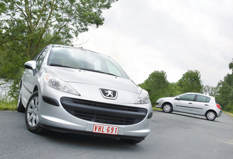 PEUGEOT 207 1.4 HDi • RENAULT CLIO 1.5 dCi : French Kissing #1