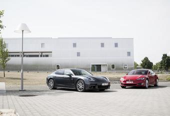Porsche Panamera 4 E-Hybrid vs Tesla Model S 100D #1
