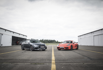 Audi TT RS vs Porsche 718 Cayman S #1