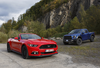 Ford Mustang Convertible 5.0 V8 vs Ford F-150 Raptor #1