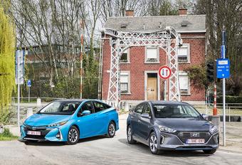 Hyundai Ioniq Plug-in vs Toyota Prius Plug-in #1