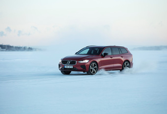 Volvo V60 T8 Twin Engine (2019) #1