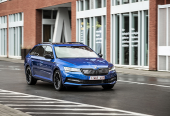 Skoda Superb Combi iV : l'hybride rechargeable malin #1