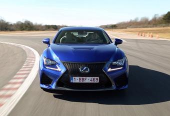 Lexus attaque les supersportives allemandes avec la RC-F, une rivale toute désignée pour les Mercedes C63 AMG et BMW M4.