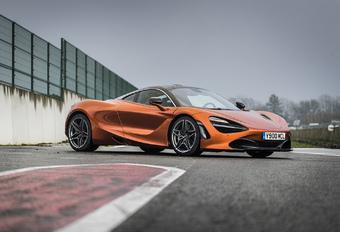 La flamboyante 720S prend le relais de la 650S au sein des Super Series de McLaren. Une supercar qui place encore une fois la barre plus haut en matière de performances, mais aussi de facilité d'utilisation. Porsche et Ferrari n'ont qu'à bien se tenir !