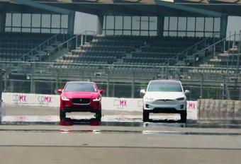 Jaguar is wel erg ijverig in het Tesla-bashen. Vol vertrouwen zetten ze de nieuwe I-Pace tegenover de Model X voor een sprintduel tussen elektrische cross-overs. Komt hoogmoed inderdaad voor de val?
