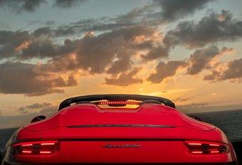 Porsche zwaait de 991-generatie van de 911 uit met deze sexy Speedster. Toch als je de nogal aparte dakconstructie geopend krijgt. Een handleiding!