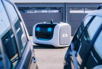 Op de luchthaven van Lyon (Saint-Exupéry) zorgen autonome Stan-robotwagentjes ervoor dat door de reizigers achtergelaten auto's netjes geparkeerd worden. Bekijk de video van deze Automoted Valet Parking Service van Stanley Robotics.