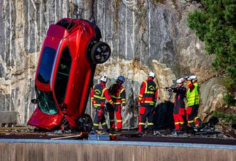 Vidéo : des Volvo chutent d'une hauteur de 30 mètres #1