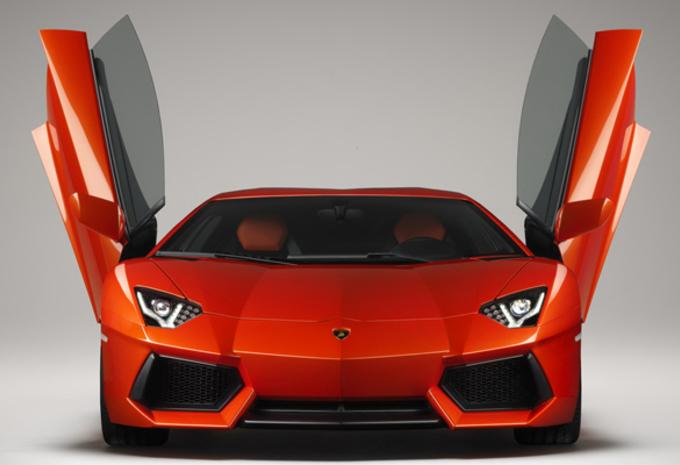 STIERENVECHTER: Lamborghini Aventador LP700-4 #1