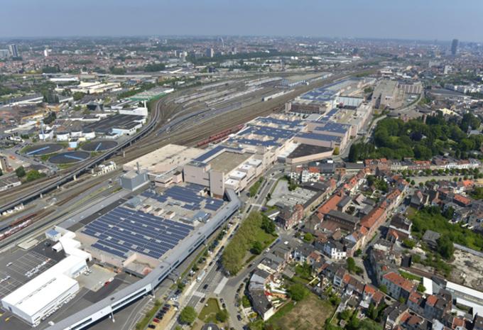 DAK VOL ZONNEPANELEN: AUDI BRUSSELS #1