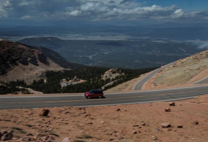 EERSTE PIKES PEAK-RECORD: Range Rover Sport #1