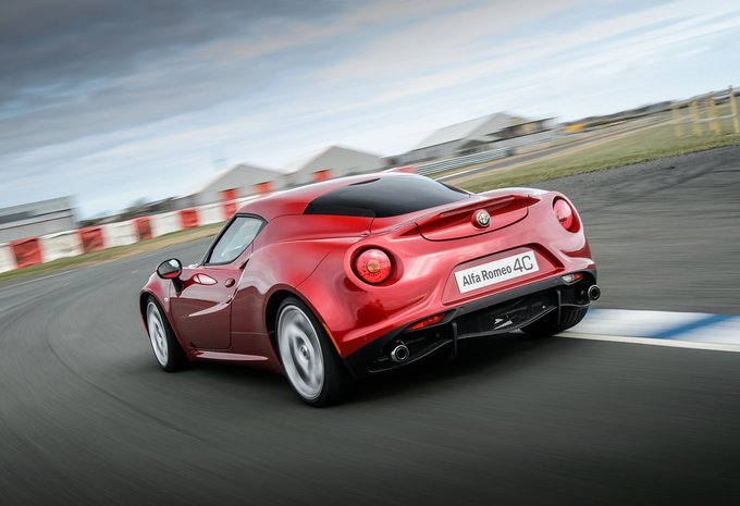 alfa romeo 4c 1 7 turbo coup 2016 prix moniteur automobile. Black Bedroom Furniture Sets. Home Design Ideas