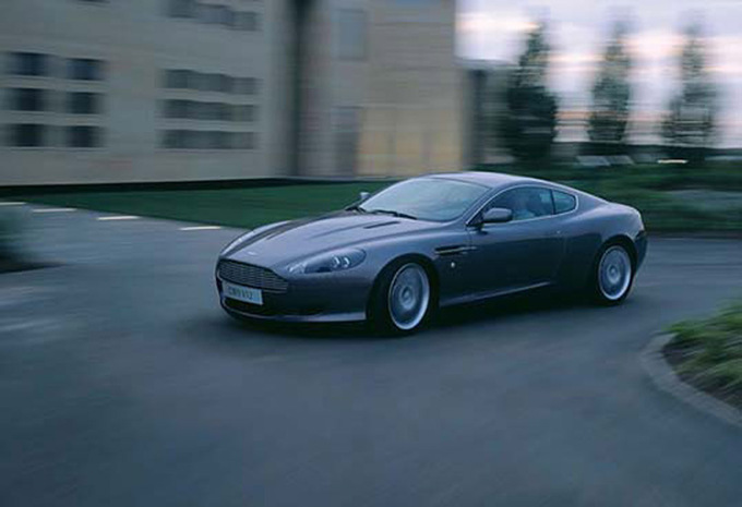 aston martin db9 v12 2004 prix moniteur automobile. Black Bedroom Furniture Sets. Home Design Ideas