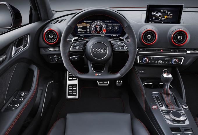 audi rs3 berline 2 5 tfsi s tronic 2018 prix moniteur automobile. Black Bedroom Furniture Sets. Home Design Ideas