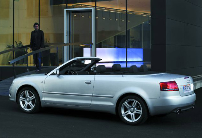 audi a4 cabriolet 3 2 v6 fsi multitronic s line 2005 prix moniteur automobile. Black Bedroom Furniture Sets. Home Design Ideas