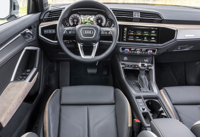 audi q3 35 tfsi s tronic s line 2019 prix moniteur. Black Bedroom Furniture Sets. Home Design Ideas