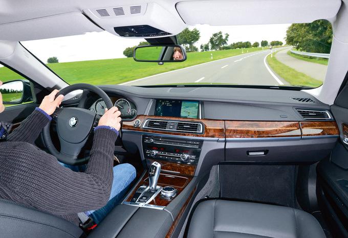 bmw s rie 7 berline 730d 155 kw 2018 prix moniteur automobile. Black Bedroom Furniture Sets. Home Design Ideas