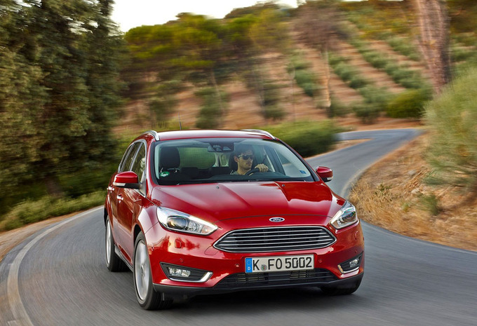 ford focus clipper 2 0 tdci 110kw st line 2017 prix moniteur automobile. Black Bedroom Furniture Sets. Home Design Ideas