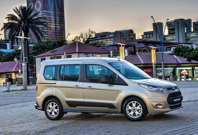 ford tourneo connect 1 5 tdci 74kw titanium 2018 prix moniteur automobile. Black Bedroom Furniture Sets. Home Design Ideas