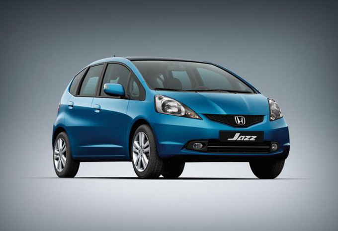 comparaison honda jazz hybrid peugeot 208 1 2 vti toyota. Black Bedroom Furniture Sets. Home Design Ideas