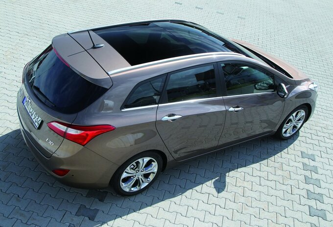 hyundai i30 wagon 1 6 crdi 81kw dct pop isg 2015 prix moniteur automobile. Black Bedroom Furniture Sets. Home Design Ideas