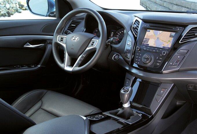 hyundai i40 sedan 1 7 crdi 104kw dct executive isg 2015 prix moniteur automobile. Black Bedroom Furniture Sets. Home Design Ideas