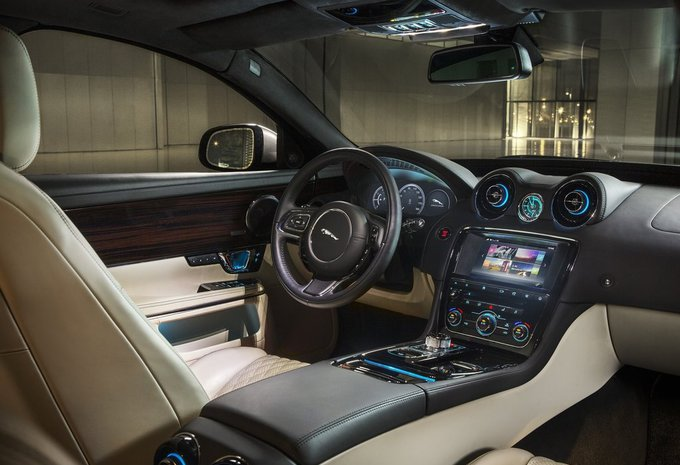 jaguar xj 3 0 v6 supercharged 4x4 premium luxury 2018 prix moniteur automobile. Black Bedroom Furniture Sets. Home Design Ideas