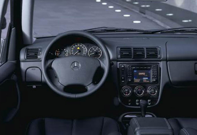 mercedes benz classe m ml 400 cdi 1997 prix moniteur automobile. Black Bedroom Furniture Sets. Home Design Ideas