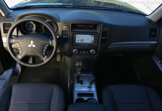 mitsubishi pajero 5p 3 2 di d instyle 2007 prix moniteur automobile. Black Bedroom Furniture Sets. Home Design Ideas