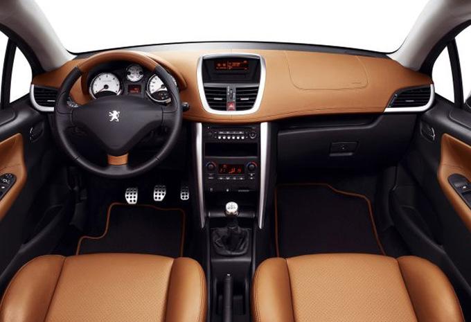 peugeot 207 cc 1 6 hdi key west 2007 prix moniteur automobile. Black Bedroom Furniture Sets. Home Design Ideas