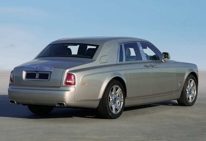 rolls royce phantom 6 7 v12 extended wheelbase 2016 prix moniteur automobile. Black Bedroom Furniture Sets. Home Design Ideas