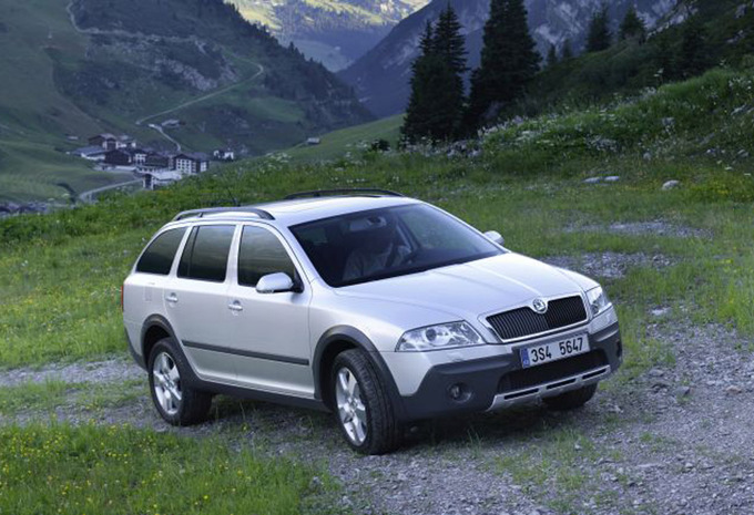 skoda octavia scout 2 0 crtdi 140 4x4 scout 2013 prix moniteur automobile. Black Bedroom Furniture Sets. Home Design Ideas
