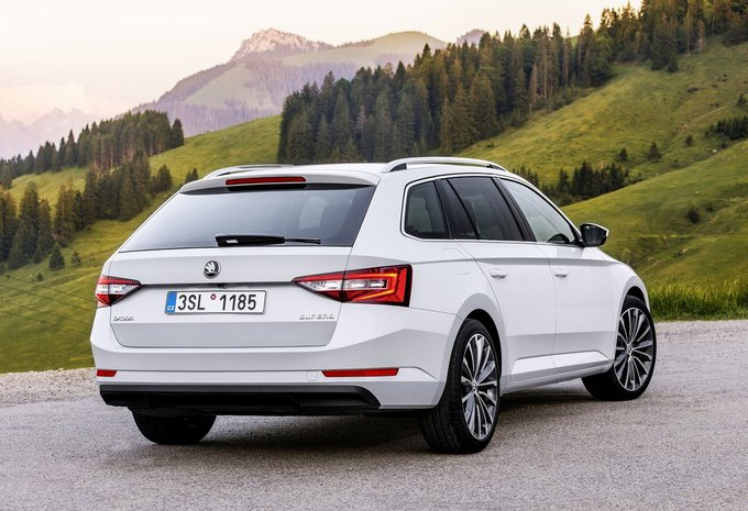 skoda superb combi 2 0 crtdi 110kw ambition 2019 prix moniteur automobile. Black Bedroom Furniture Sets. Home Design Ideas