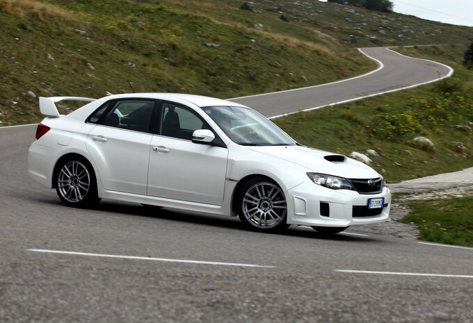 subaru impreza 4p wrx sti sport 2010 prix moniteur. Black Bedroom Furniture Sets. Home Design Ideas