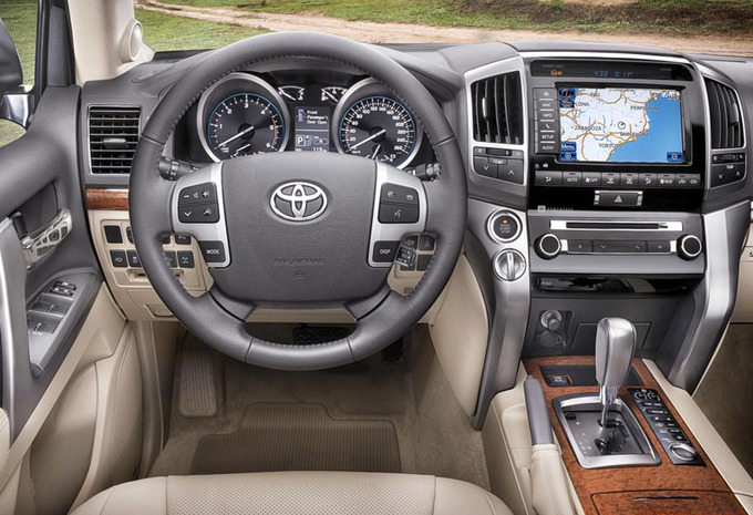 toyota land cruiser v8 4 5 d 4d vxe 7 seat 2015 prix moniteur automobile. Black Bedroom Furniture Sets. Home Design Ideas
