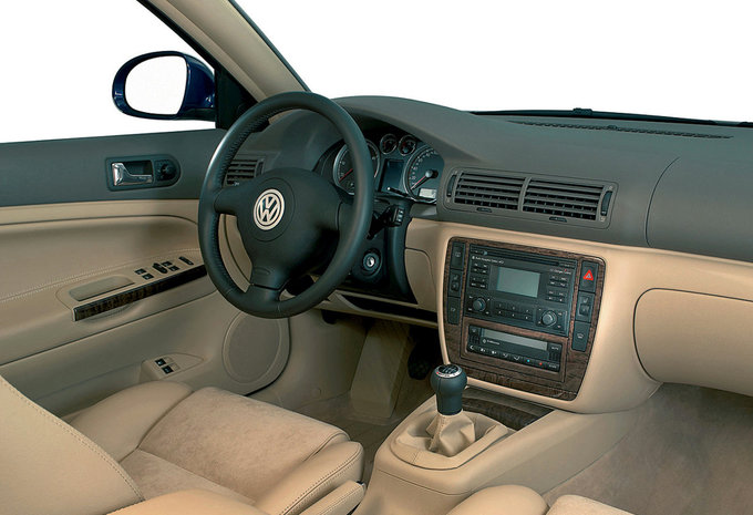 volkswagen passat 4 0 w8 4motion tiptronic 2000 prix moniteur automobile. Black Bedroom Furniture Sets. Home Design Ideas