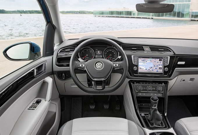 volkswagen touran 2 0 tdi 110kw highline 2019 prix moniteur automobile. Black Bedroom Furniture Sets. Home Design Ideas