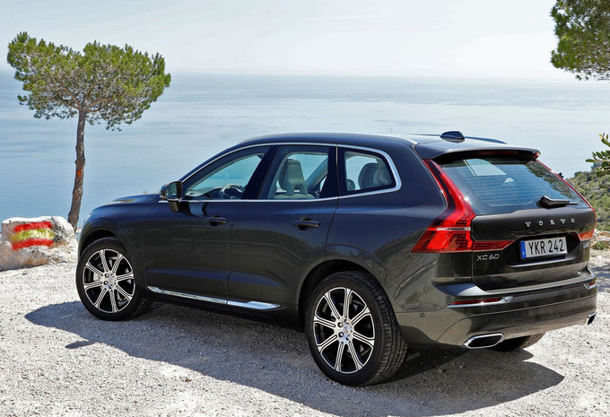 volvo xc60 d4 4x4 geartronic momentum 2019 prix moniteur automobile. Black Bedroom Furniture Sets. Home Design Ideas