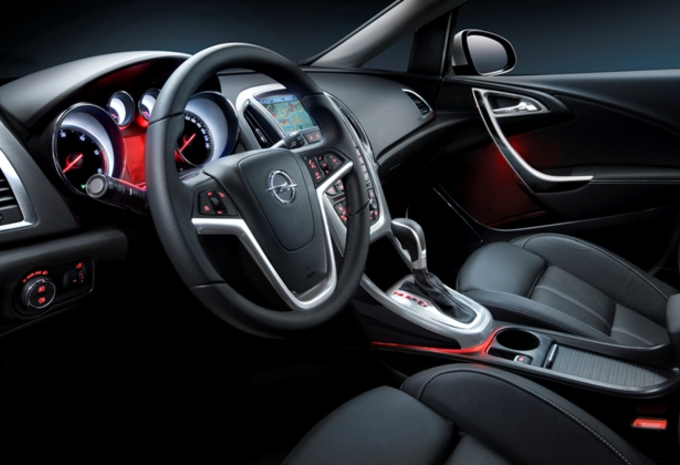 Opel astra de l 39 int rieur moniteur automobile for Opel astra f interieur